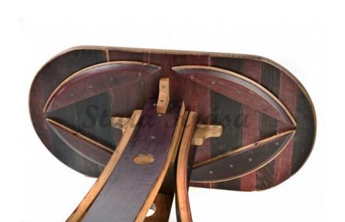 Rustikální stolek do kaváren a vinoték.