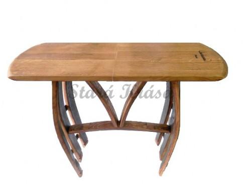 Rustikální servírovací stolek.