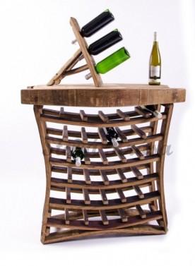 Objemný maxi stojan na lahve vína.