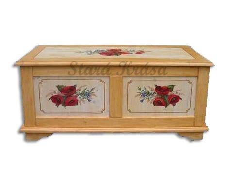 Malovaná truhla ze smrkového dřeva s dokonalým zpracováním a ruční olejomalbou. č.2