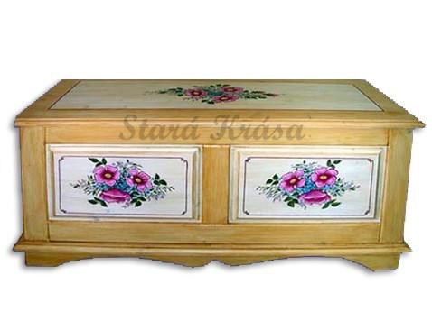 Krásná dřevěná truhla s tradiční malbou č.2