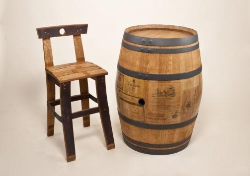 Masivní barová židle z dubu.
