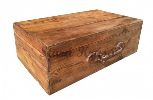 Originální dřevěný kufr s patinou.