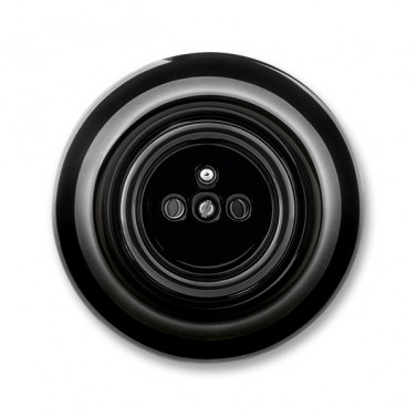 Zásuvka černá