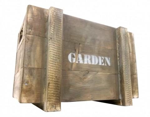 Dřevěná bedýnka s nápisem Garden