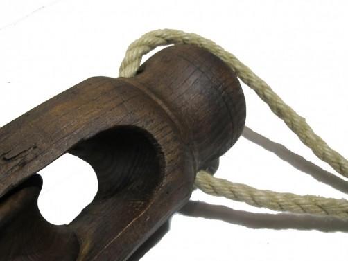 Dřevěný designový držák na světlo