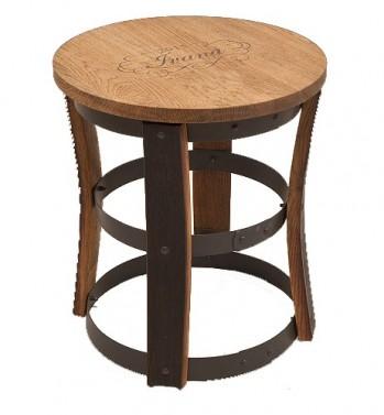 Netradiční jídelní židlička z masivu v selském stylu.