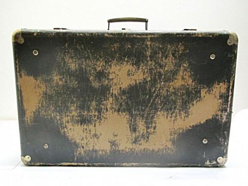 Ošoupaný starý retro kufr