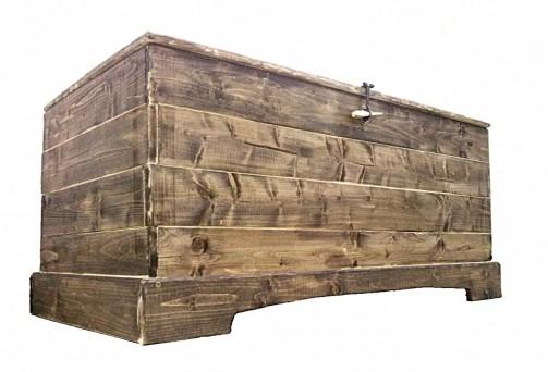 Dřevěná selská truhla