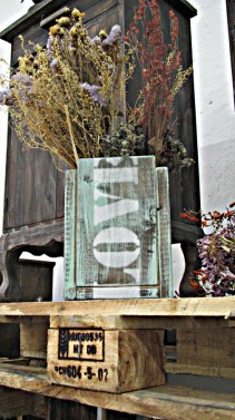 Dřevěný květináč na sušené květiny ve vintage stylu