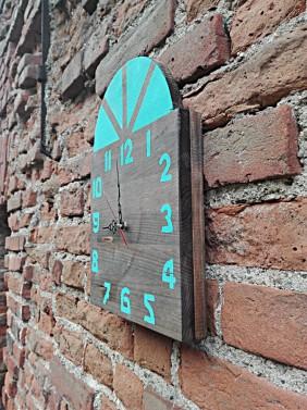 Luxusní hodiny ze dřeva