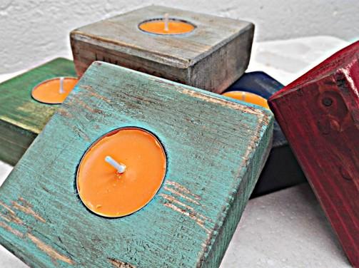 malé dřevěné svícny