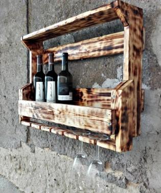Závěsný stojan na víno
