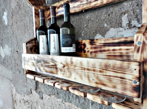 Starobylý stojan na víno