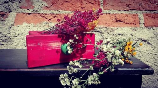 Dekorační květináč ve starém stylu