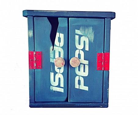 Vintage skříňka na klíče