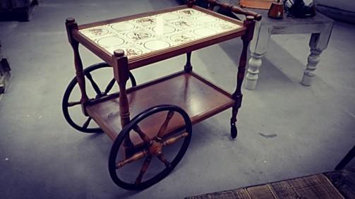 Rustikální servírovací stoleček