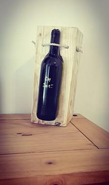 Stojan na víno ze dřeva