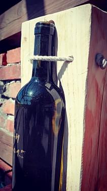 Stojan na jednu lahev vína