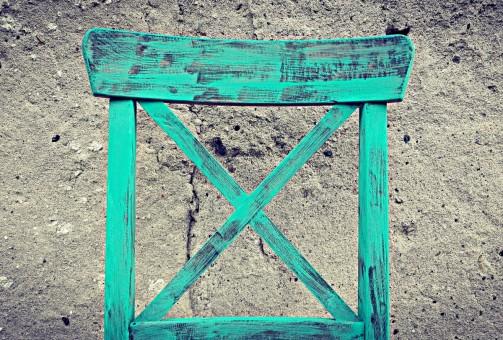 Selské barevné jídelní židle