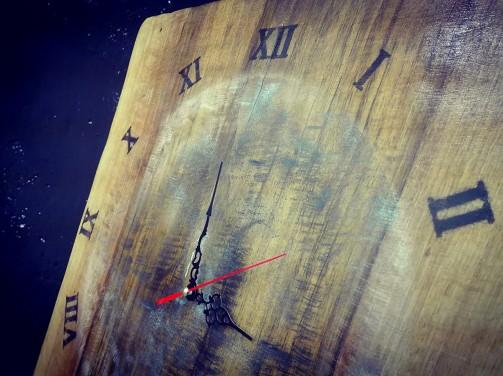 Rustikální velké hodiny