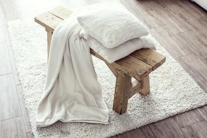 Středomořská lavice ze dřeva do kuchyně i předsíně