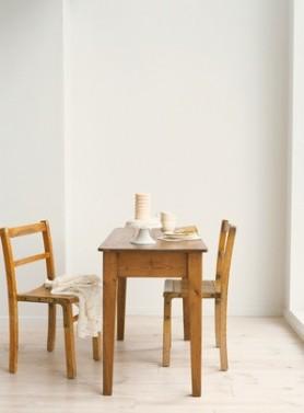 Levné jídelní stoly z masivu