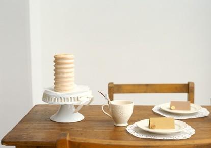 Úzké jídelní stoly