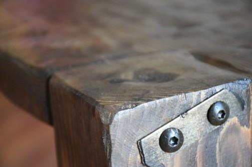 Stůl ze starých trámů