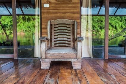 Nábytek z afrického dřeva
