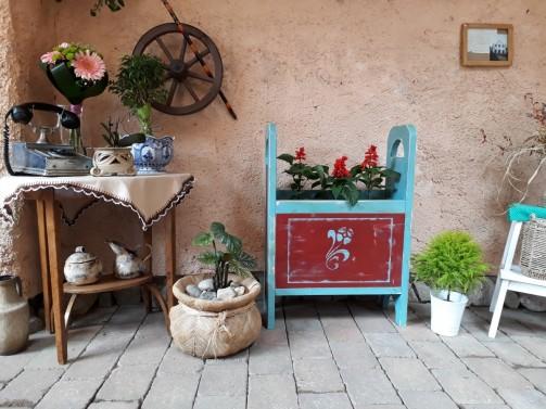 Dřevěné truhlíky a květináče