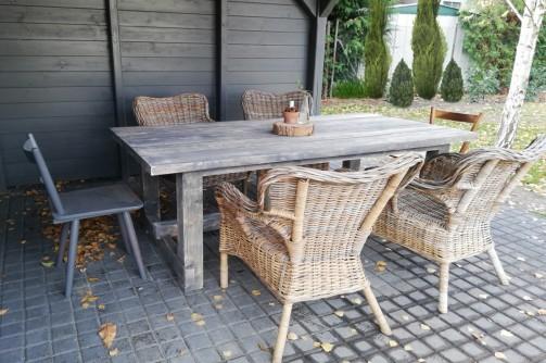Zahradní i vnitřní jídelní stoly